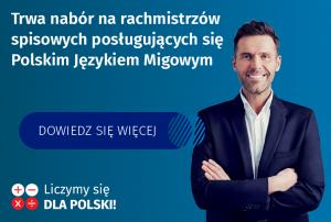 """Młody uśmiechnięty mężczyzna zprawej strony, polewej napis """"trwa nabór narachmistrzów posługujących się polskim językiem migowym"""""""